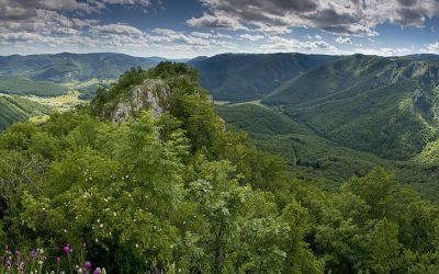 Muránska-planina-z-Muránskeho-hradu (© TTstudio-shutterstock.com)_z